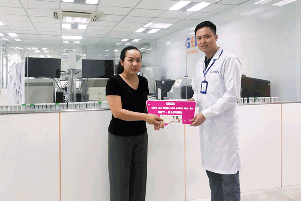 Mẹ bầu Thanh Huyền bất ngờ khi trúng thưởng gói sàng lọc GenEva (Illumina's NIPT) tại GENTIS